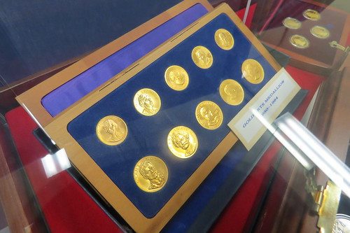 American-Arts-Gold-Medallions_West-Point-Mint_2014-05_Dennis-Tucker