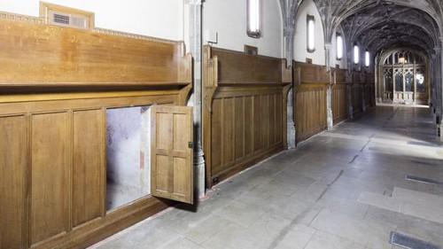 door to hidden Parliment passageway