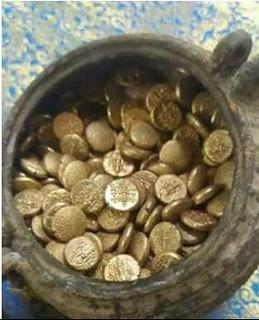 Jambukeswar-temple gold coin pot