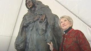 Glenna Goodacre with statue