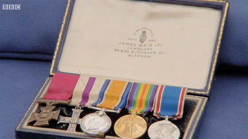 WWI medal miniatures in case