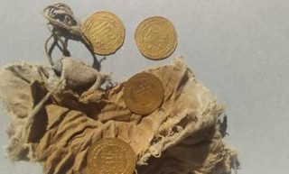 Gold Dinar Hoard Found in Egypt