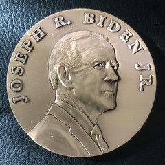 Biden medal obv