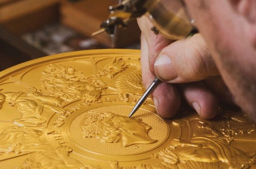 Royal Mint 10 Kilo Queen;s Beasts coin engraver working