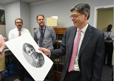 Treasury Secretary Jack Lew with rendering of Harriet Tubman