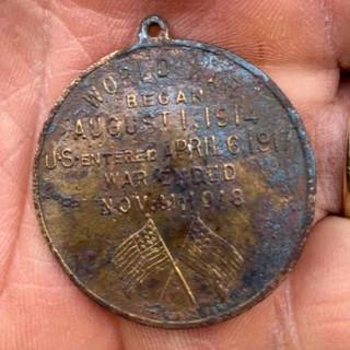 Colored Heroes medal reverse