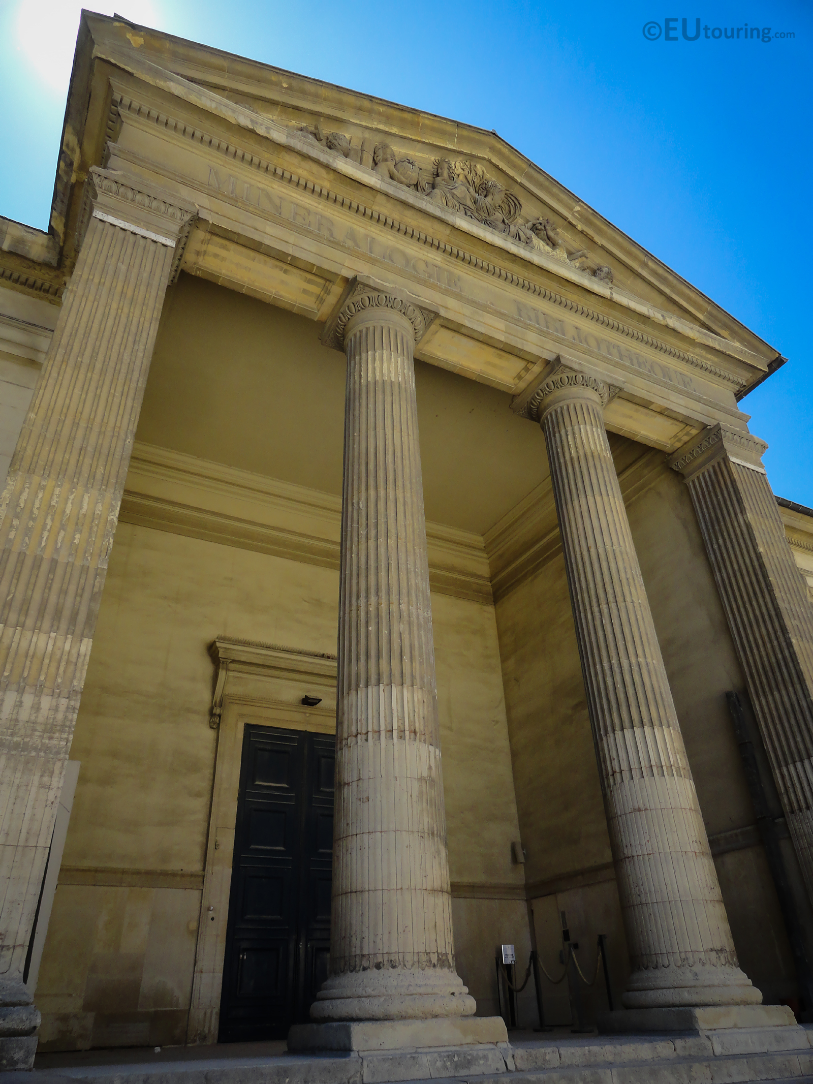 Entrance to Galerie de Mineralogie et de Geologie