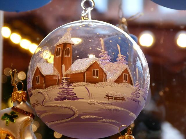 Bola de Navidad de un mercadillo típico alemán en el norte de Baviera