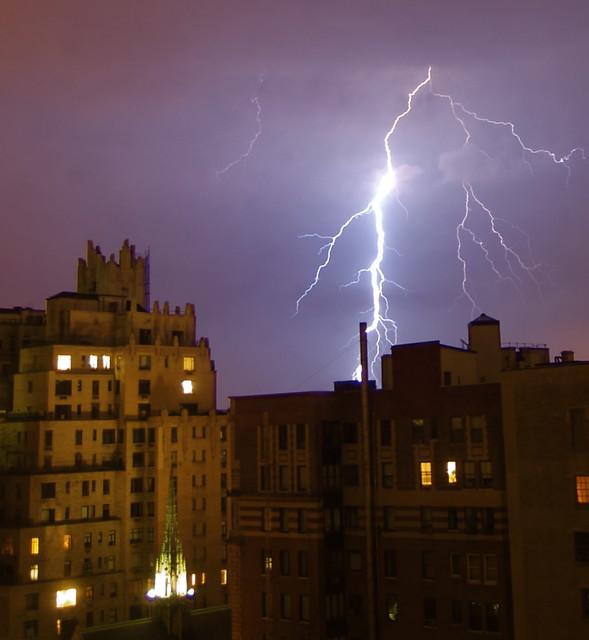 City Lightning Apartment Buildings Harbour Windows Screensaver