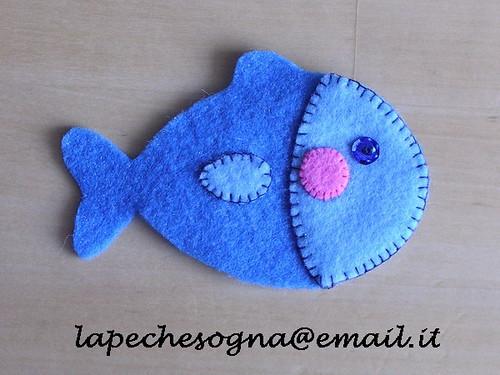 Pesciolino pannolenci pesciolino di pannolenci blu e for Immagini pesciolini