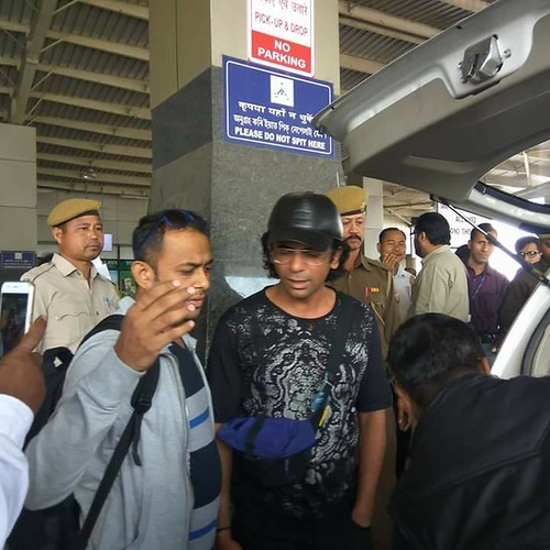 Spotted Sunil Grover (Gutthi 😂) at Guwahati Airport Via V ...