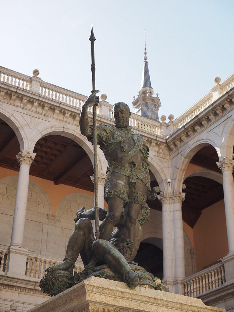 Estatua Del Emperador Carlos V.patio De Armas Del Alcazar U2026 | Flickr