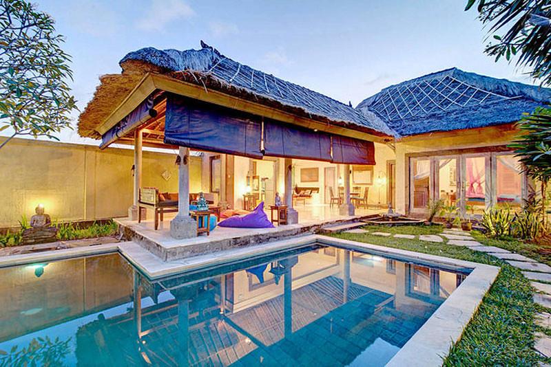Terdiri Dari Dua Kamar Tidur Vila Yang Nyaman Ini Terinspirasi Desain Tradisional Bali Dan Maroko Dengan Aneka Furnitur Kayu Nan Indah