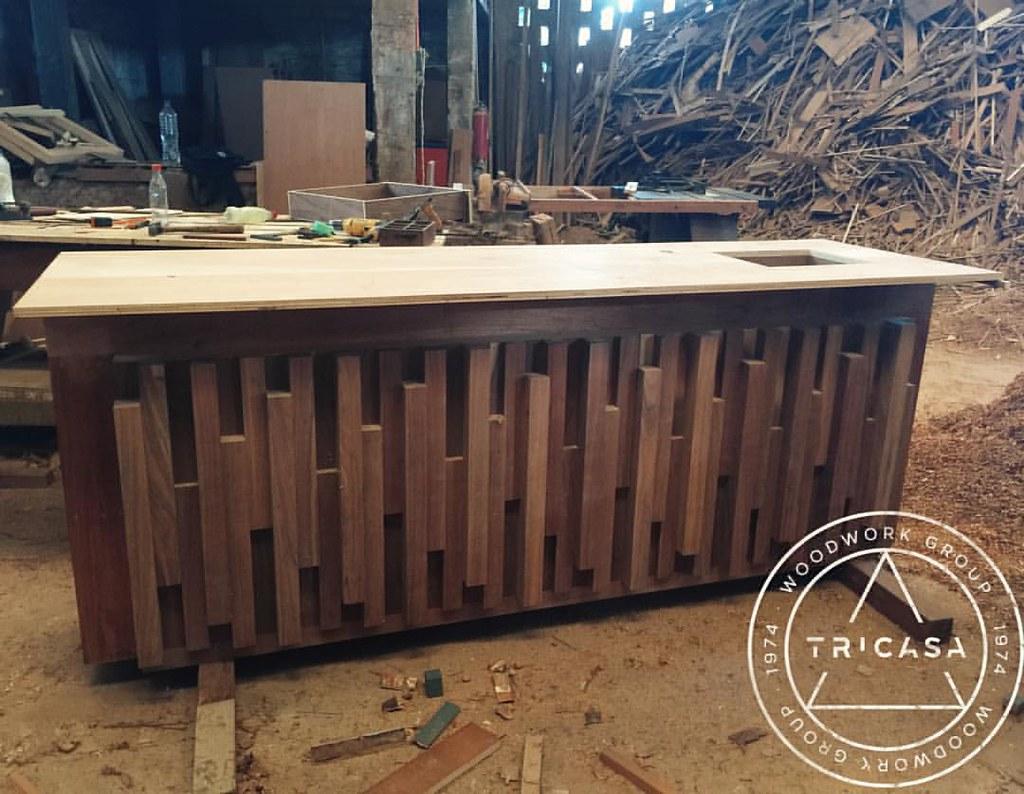 Enproceso barra para bar fabricada en madera de tzalam for Barras en madera para bar