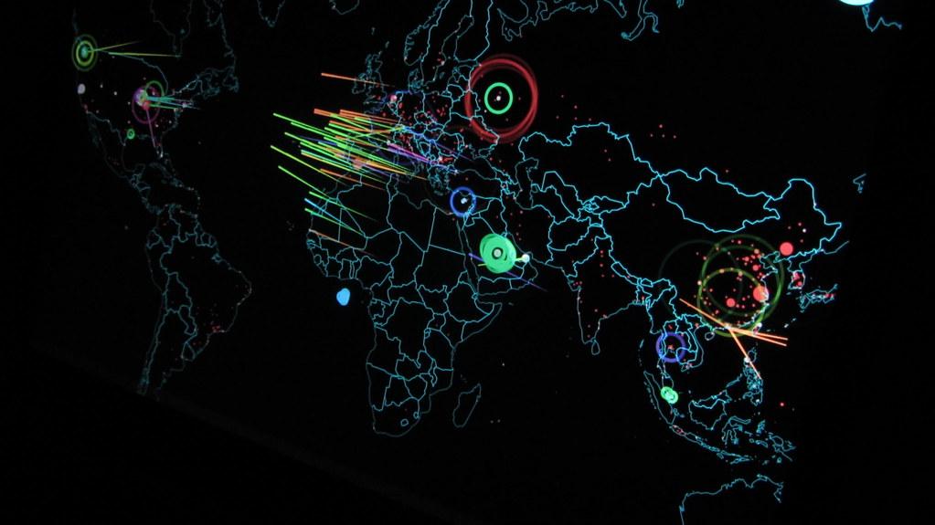 中国がサイバー攻撃で入手した情報は無意味?(Christiaan Colen/Flickr)