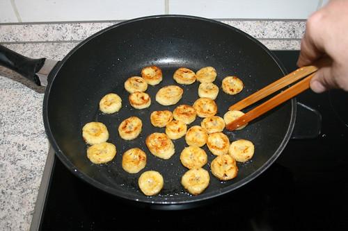 30 - Bananenscheiben beidseitig anbraten / Fry banana slices from both sides