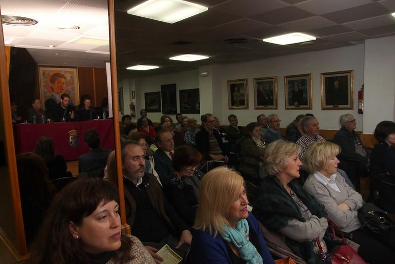 Público en acto miel del cortín en el Centro Asturiano de Madrid