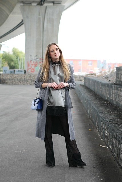 flared-pants-and-grey-coat-outfit-wiebkembg