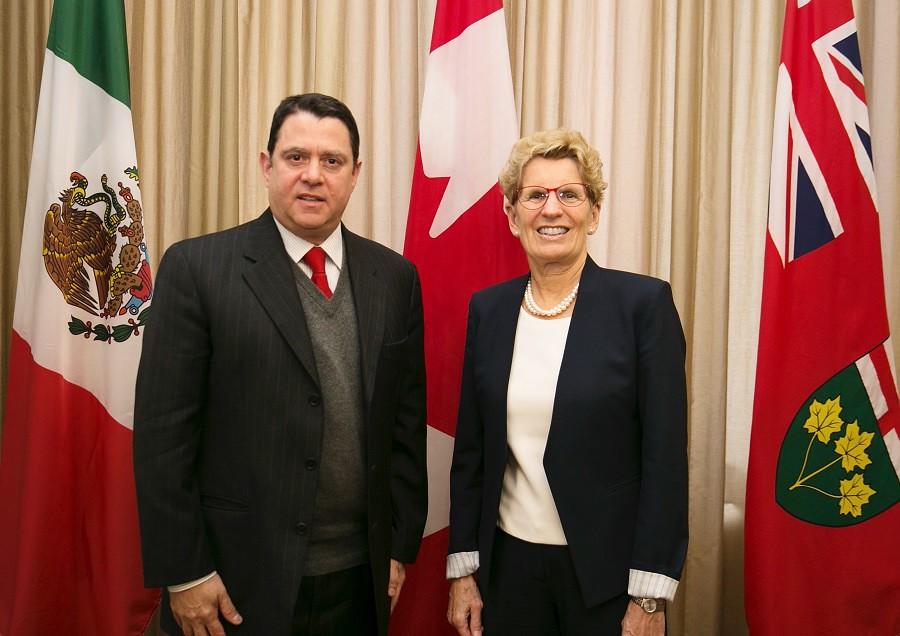 Reunión del Cónsul General de Mexico en Toronto, Embajador Porfirio Thierry Muñoz Ledo con la Premier de Ontario Kathleen Wynne