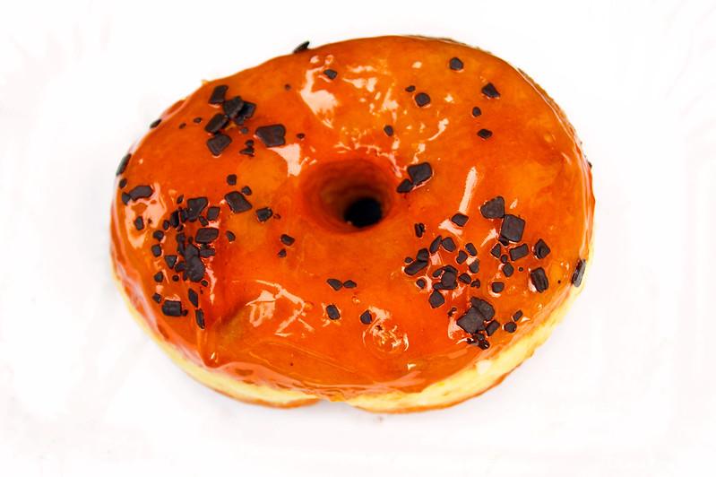 Пончик с апельсиновым джемом