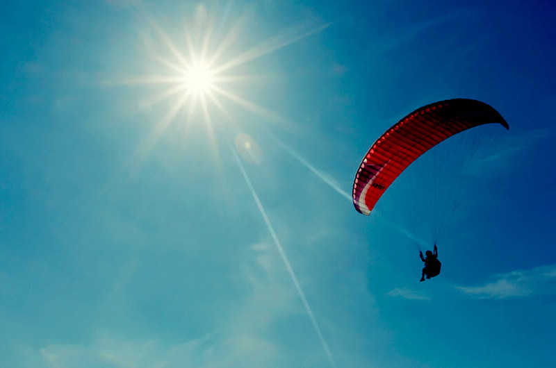 Parangtritis Beach-Paralayang-parachute-HarrySeptian-flickr.jpg