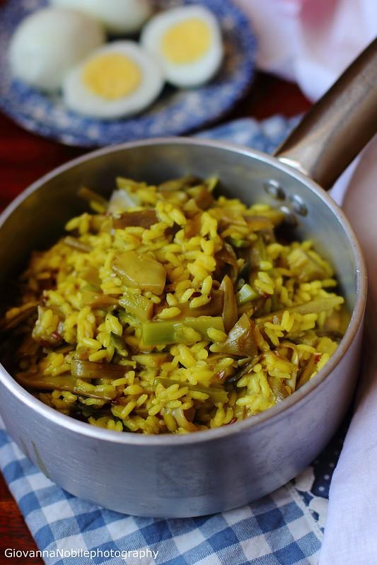 Ricetta del risotto ai carciofi con semi di lino, zucca e sesamo, zafferano e uova sode