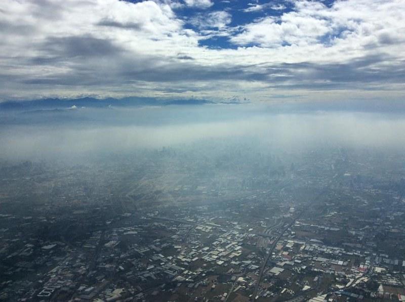 台中空氣污染實況。圖片提供:Alex Li。拍攝位置為機長室。