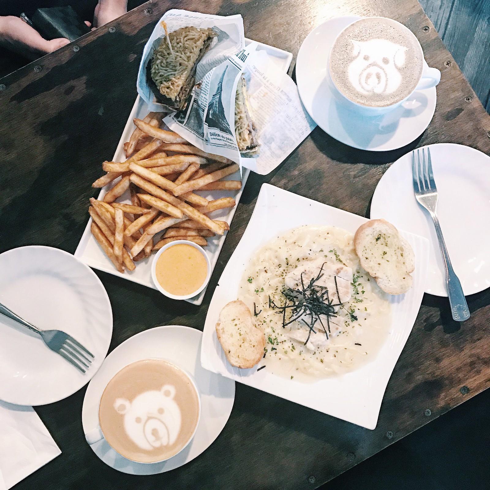 0309-bleuhouse-foodie-dinela-coffee-coffeeart-latte-latteart-clothestoyouuu-elizabeeetht