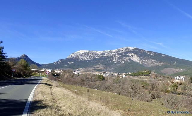 La Vall de Lord -01- Paisaje -01- El Tossal de la Creu de Codó (Izda) y Serra de Querol (El Port del Compte) -01- (25-02-2017)