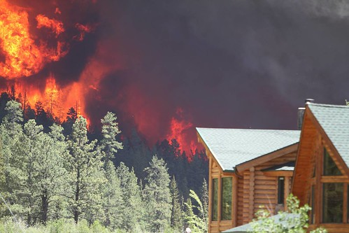A house threatened by a forest fire in central Oregon