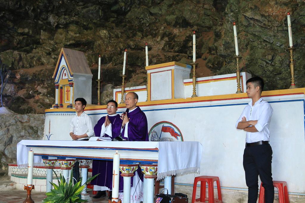 Thánh lễ trên núi do Đức Tổng Giu-se làm chủ tế