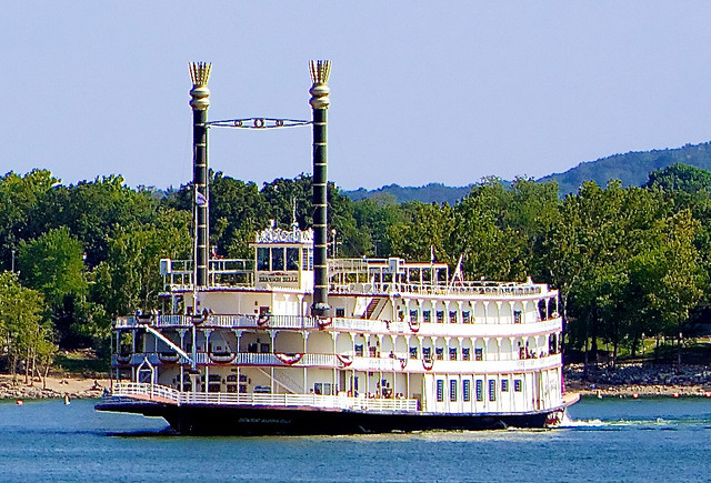 Branson_Belle_Table_Rock_Lake_2012_cropped