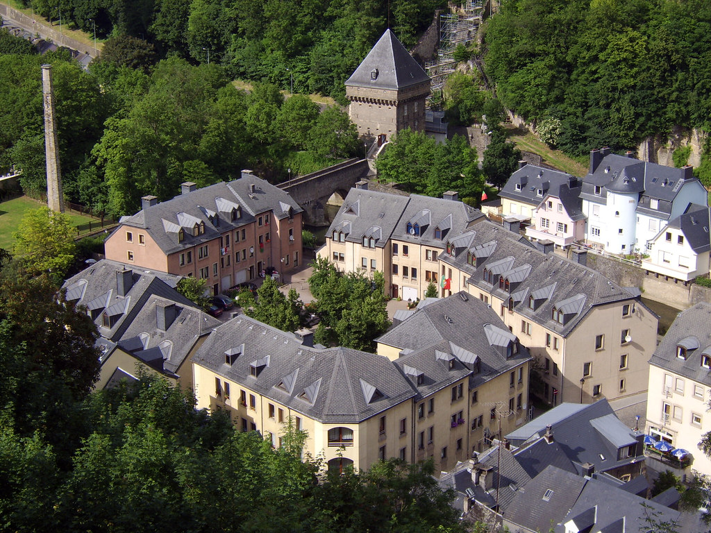 Luxembourg valley houses mat strange flickr for Luxembourg homes