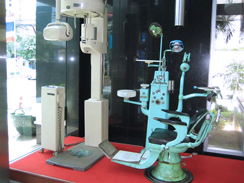 old dental equipment | laoocean | flickr