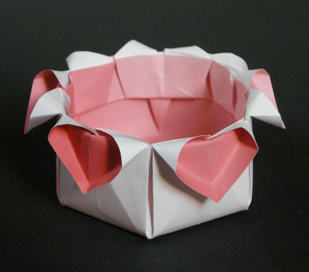 Hexbox with hearts   From a hexagon of duo copy paper. Techn…   Flickr