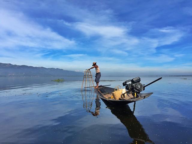 Pescador Intha en el Lago Inle (Myanmar)