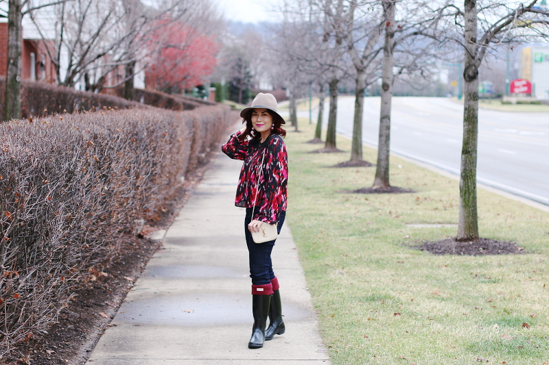 valentines-day-red-blouse-hat-jeans-hunter-boots-3