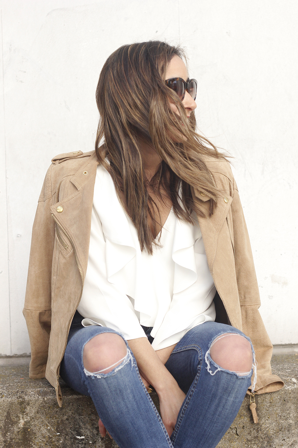 suede jacket ripped jeans Ruffled blouse carolina herrea heels gucci bag Madrid fashion week outfit08