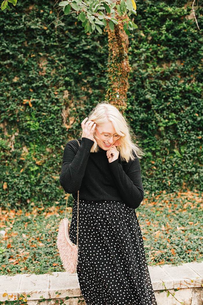 austin style blogger black turtleneck black midi skirt11
