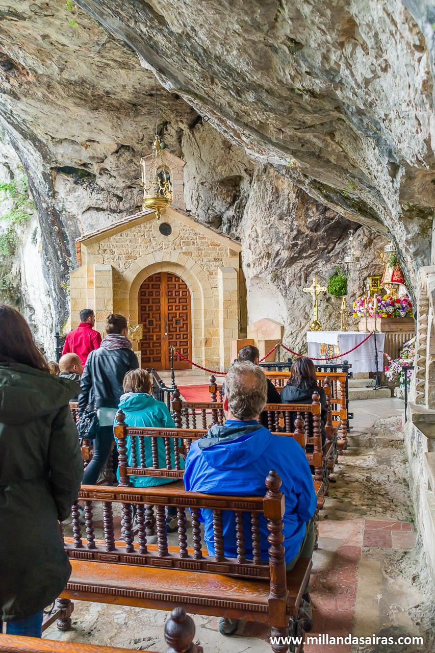 Santuario de Covadonga excavado en piedra