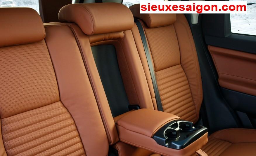Nội thất xe Land Rover new Discovery SPort màu da bò - ghế sau rộng rãi