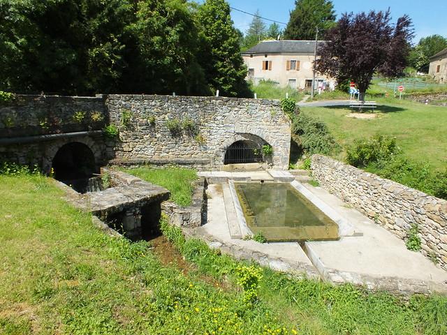 [271-003] Saint-Jean-Lespinasse - Le lavoir de la fontaine de Fenouil