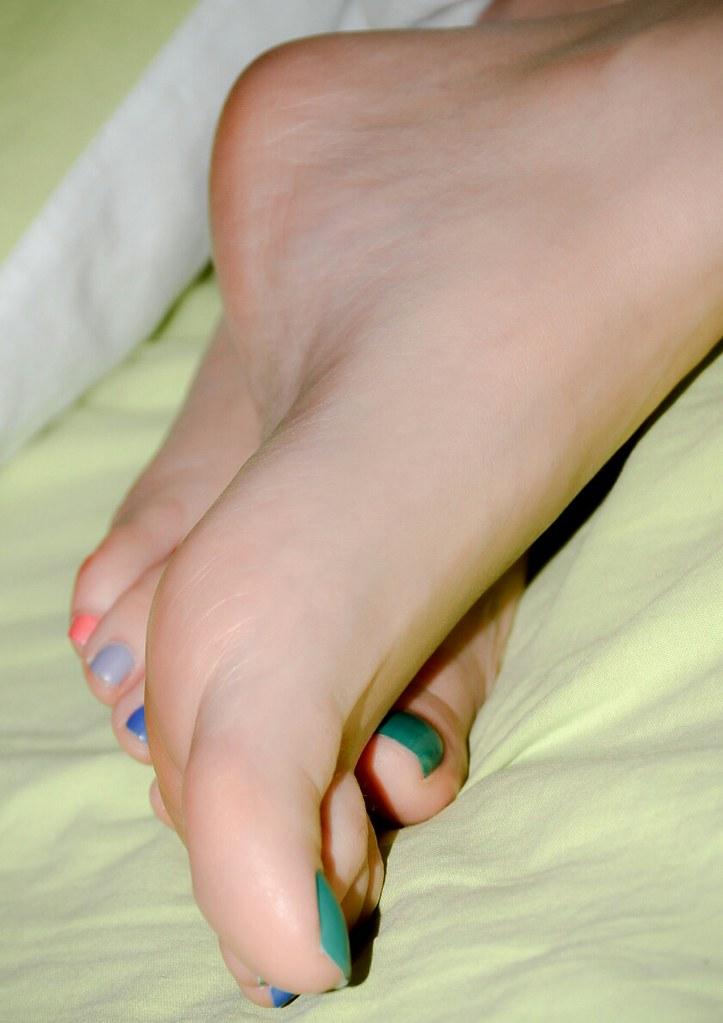 Sahara knite foot fetish-1639
