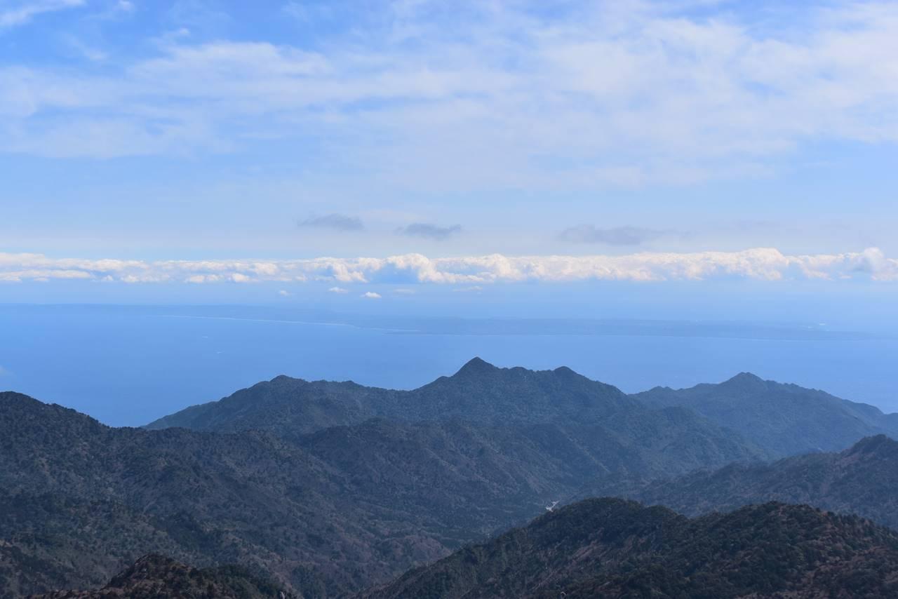 宮之浦岳山頂から眺める種子島