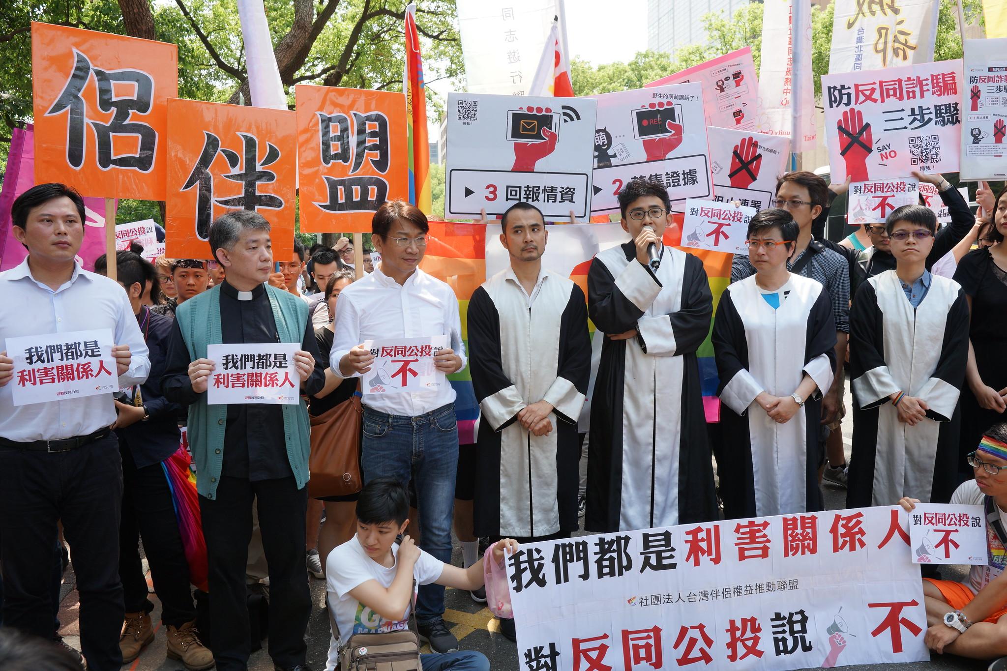 伴侶盟要求中選會撤銷反同團體的公投案,並聲請停止執行。(攝影:王顥中)
