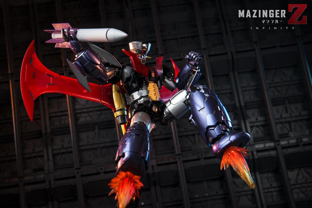 ロケットを投げるマジンガーZ