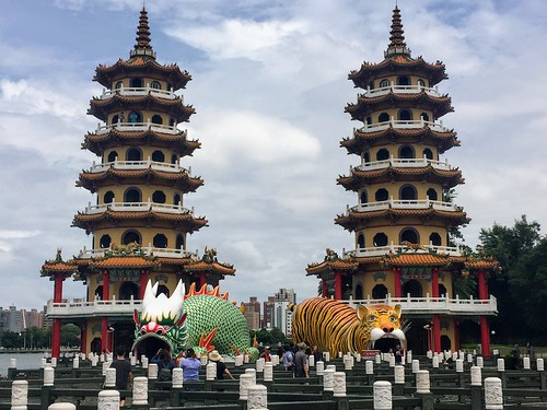 Dragon and Tiger Pagodas in Kaohsiung | by thingsnomadsdo