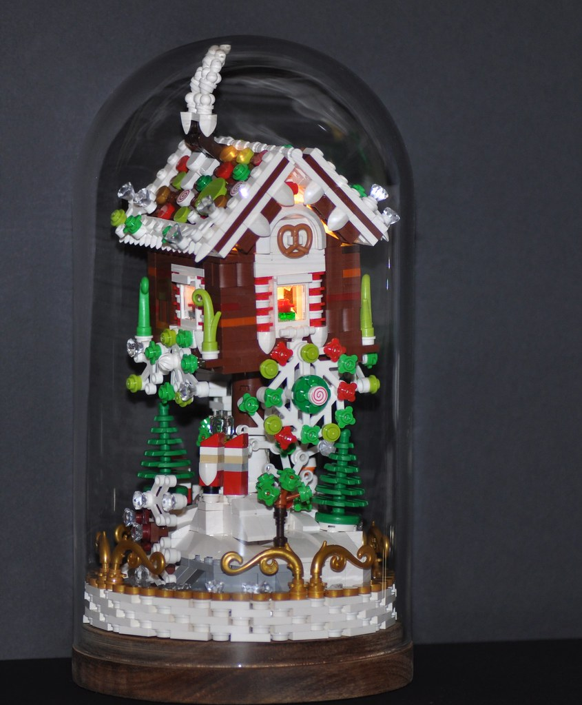 Malin Kylinger - Gingerbread House with Lights