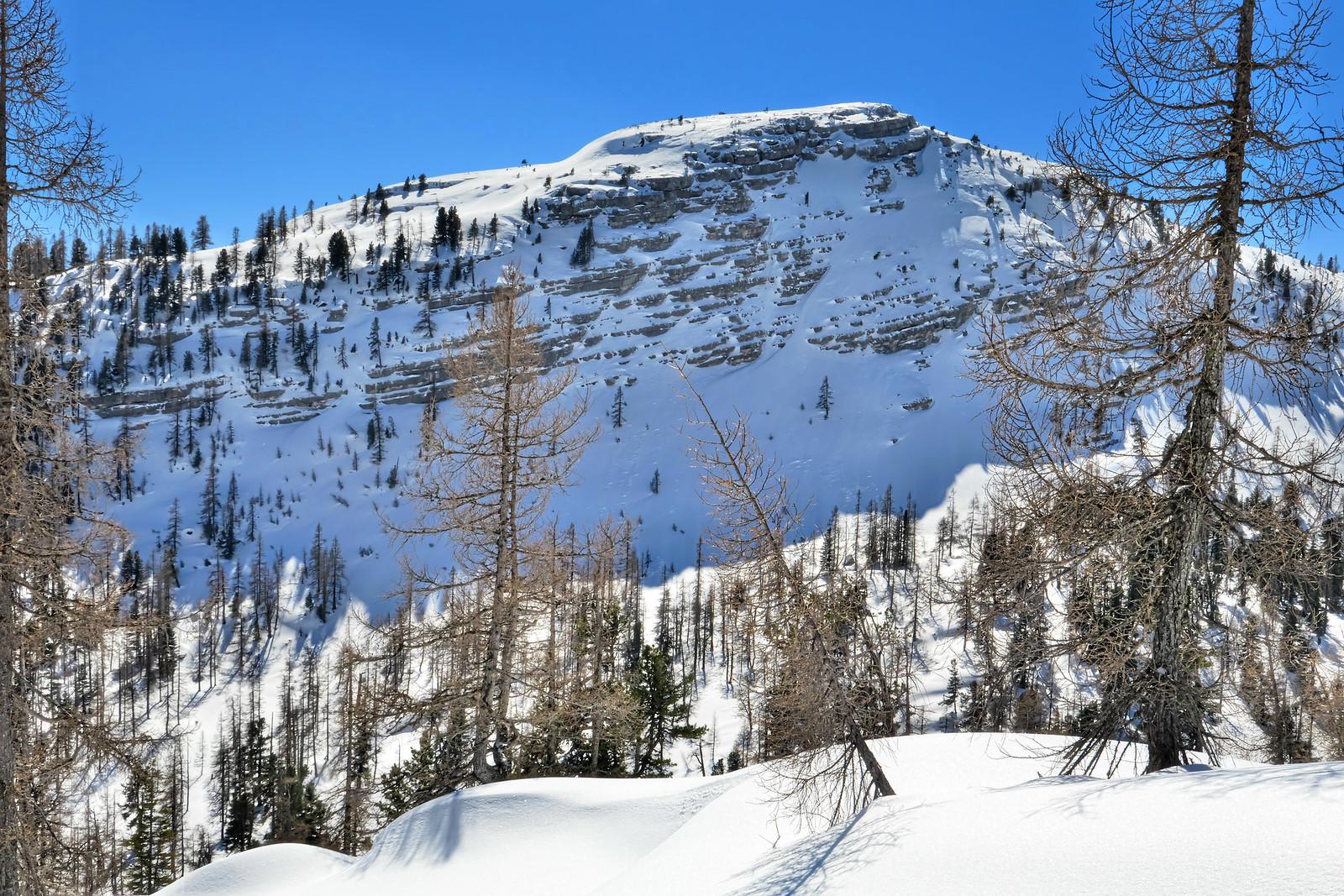 Jedno z mnoha bezejmenných návrší na planině