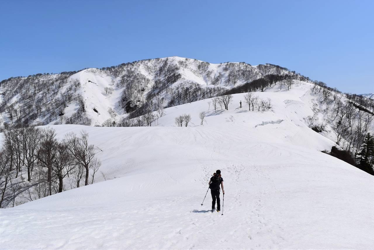 残雪限定の日向倉山へ 日帰り雪山登山